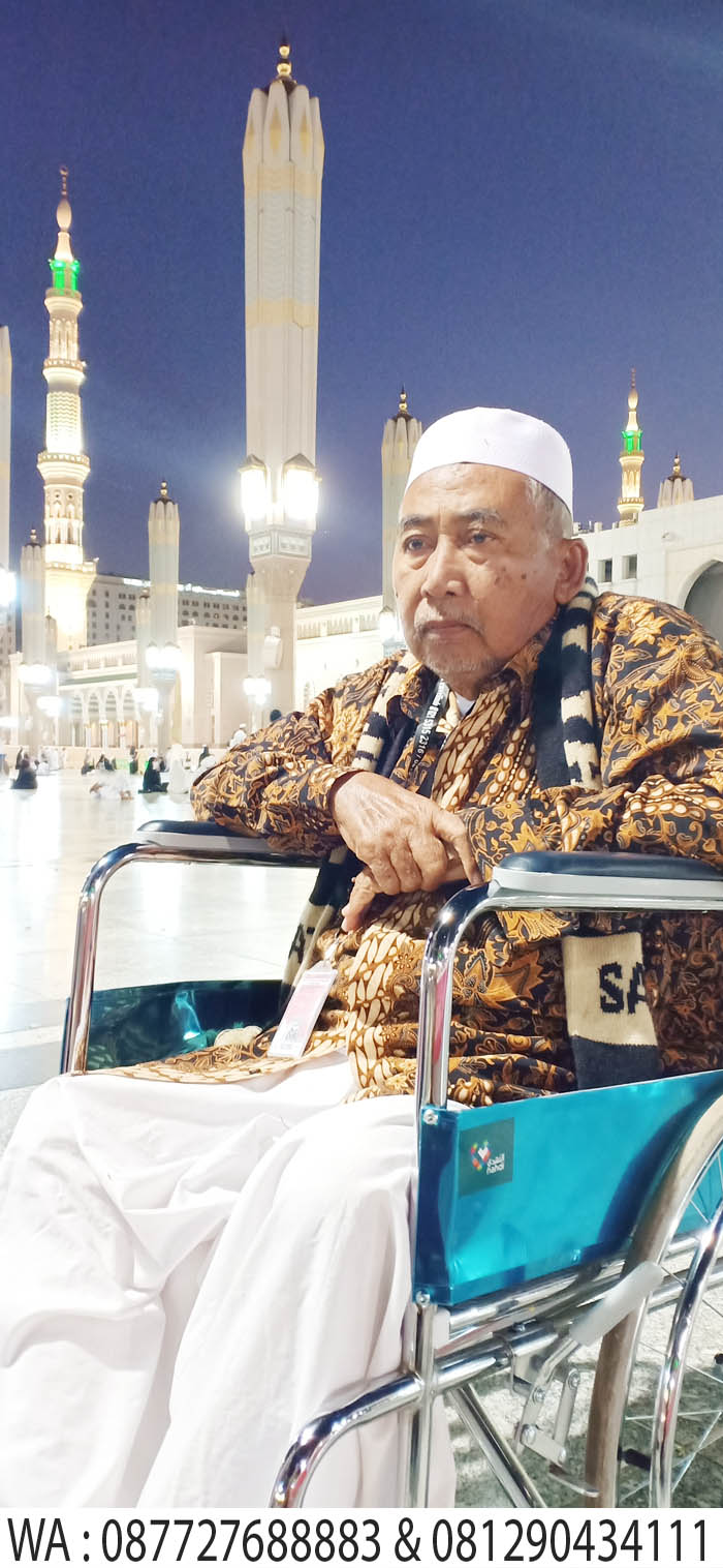berbakti kepada orang tua di masjid madinah