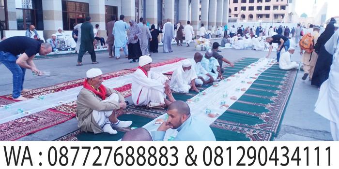 buka puasa di sepanjang jalan ke masjid madinah