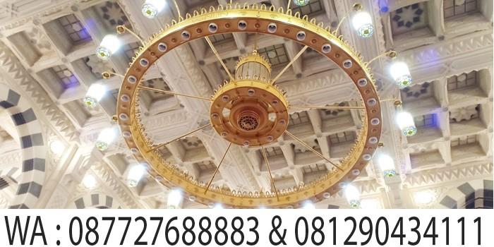 lampu besar masjid nabawi madinah