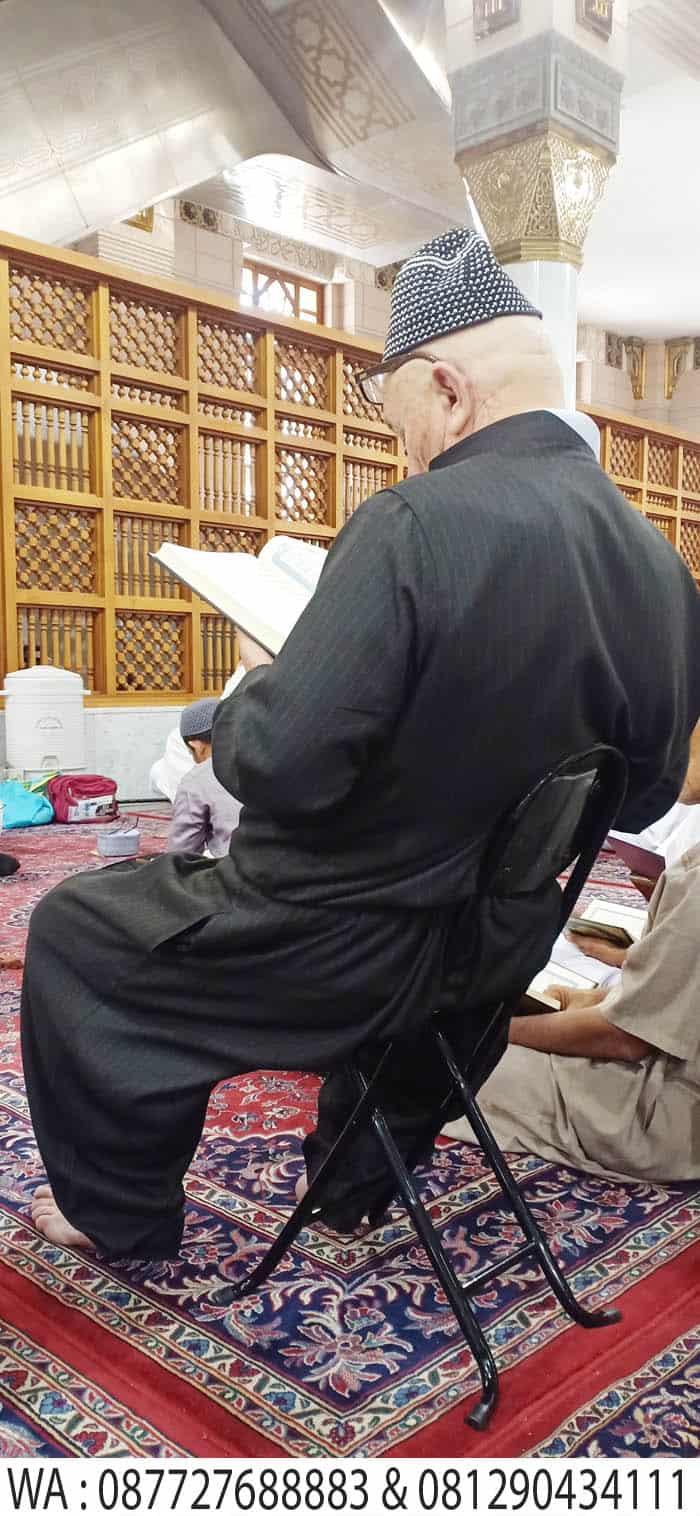mengaji di waktu subuh masjid nabawi madinah
