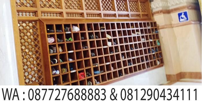 tempat penyimpanan sandal di masjid madinah